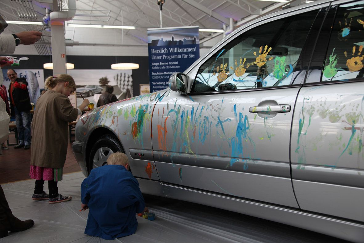 kids_painting_mercedes