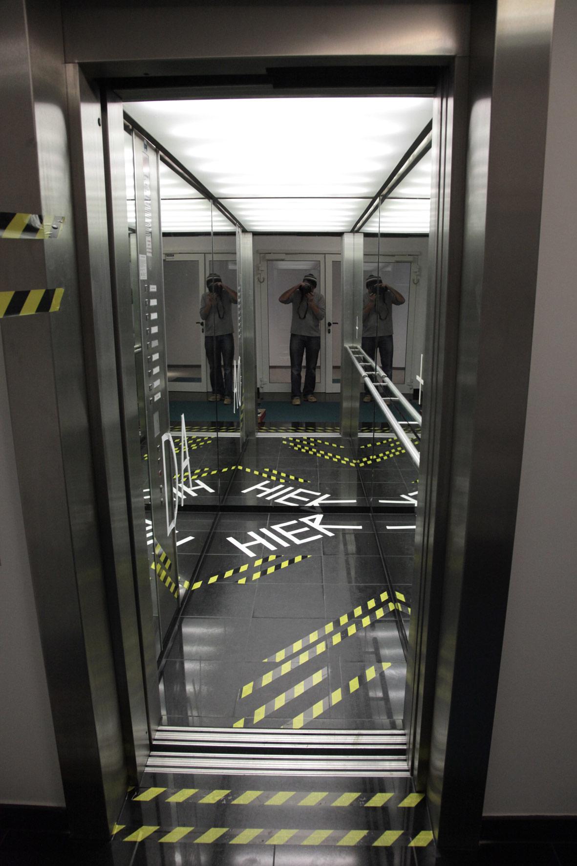 tape-art-elevator_aufzug