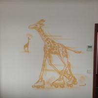 Giraffe auf Roller Skates