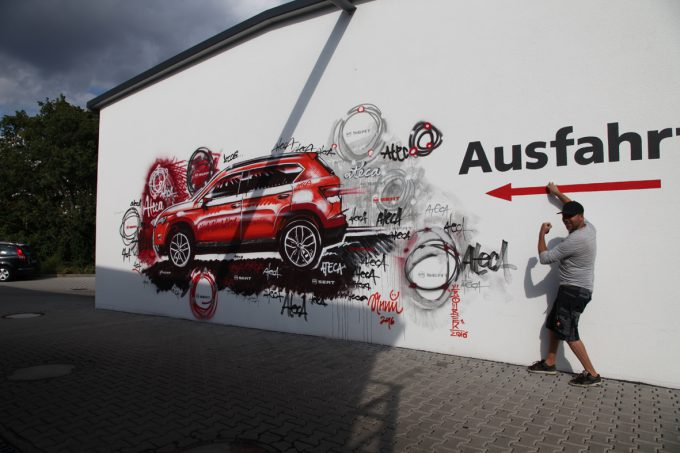 Wandgestaltung zum Launch des Seat Ateca