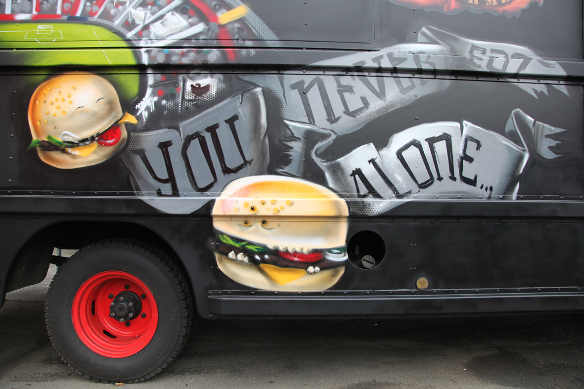 you-never-eat-aloneburger